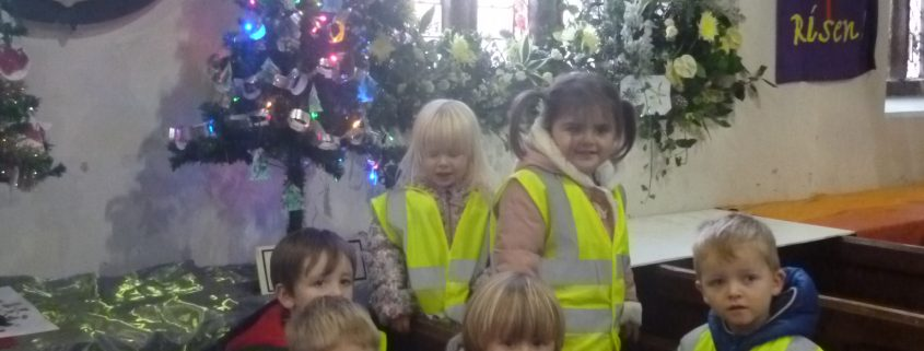 Flying Start @ Camborne Make A Christmas Tree For The